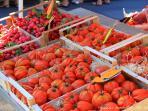 Les Terrasses - Gordes : market - tomatoes