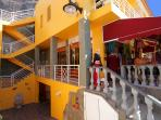 La tienda 'Pájaro libre' en la planta baja ** 'Free Bird' shop in the ground floor