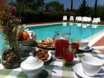Breakfast at pool