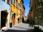 Immediate neighbourhood, outside your front door (or Roman Arch !) - Corso Garibaldi..