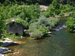 Le fleuve Hérault à 30 minutes du gîte, pour le canoë et la baignade