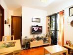 Apt in 'New' Green Estate - 30 Mins from Central
