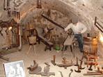 L'une des nombreuses caves du musée du santon, à Saint Guilhem,