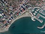 Location of apartment, close to beach and marina