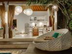 Villa Sea-poolside lounger