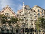 The elegant Passeig de Gràcia (shopping & architecture), junt 5 minutes walking from the Apartament