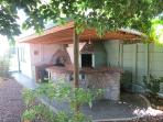 Outside under-cover entertainment area with bar, braai and pizza oven.