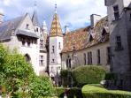 Chateau de la Rochepot, à 20km