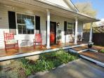Coloful, cozy home w/soaking tub in Northern Hyde Park!