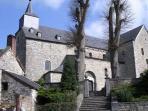 L'église St Pierre de Xhignesse est classée Patrimoine Majeur. Elle jouxte le gîte