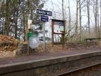 Gare de TRAOU NEZ dans les bois du conservatoire à 3 km, vous pouvez monter les velos dans le train