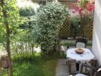 You Hahe The Choice To Place The Table In The Garden - VENICE HOLIDAY APARTMENT RENTAL