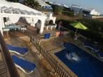 piscina y terraza exterior