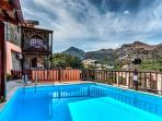Traditional Home with Sharring Pool (Penelope)