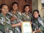 The Villa Damee Team receiving their Certif of Excellence - 5 Stars