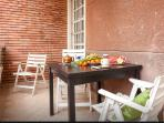 Balcony with table - balcone con tavolo - balcon avec table - ?????? ? ????