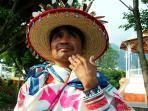 Huichol en el Pueblo Mágico de Tepotzlan