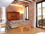 Old town 4 apartment 6 minutes from Las Ramblas