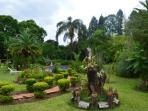 The well-manicured garden will give you a refreshing African feeling.
