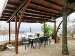 Outdoor dining. Si mangia anche all'aperto. ?????????