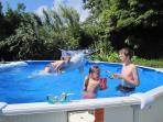 Sommerfreuden im Schwimmbecken