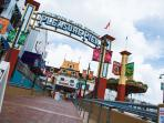 Entrance to Pleasure Pier.  Enjoy a family outing.