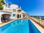 Luxury family villa with panoramic sea views