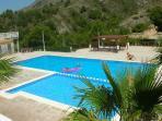 piscina a la montaña