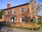 THE OLD POST HOUSE, woodburner, WiFi, Sky TV, en-suites, pet-friendly cottage