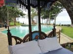 KINONDO BEACH VILLA (ON BEACH & SLEEPS 10)