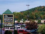Plenty of great Shopping & Restaurants!