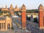 Plaza Espanya and Magic Fountains at 5 minutes by metro!