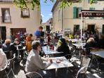 Village cafes, boutiques, restaurants and market 2 minutes from the house