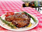 la bistecca con l'olio extravergine Menchetti...prodotto da noi