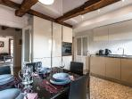 the dining table is perfect for 6 people
