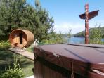 Sauna et Spa à flanc de falaise, vue sur l'eau