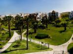 El jardín de la urbanizacion es extenso y muy bonito. Para el disfrute de mayores y pequeños.