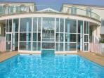 residence avec piscine Int/ext chauffée et un magnifique parc arboré de4400M2 à 2 pas de rues pieton