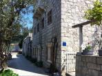 Villa Birimisa - side entrance