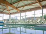 La piscine couverte et chauffée, ouverte toute l'année