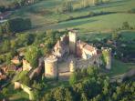 A 900 m du Cuvier le château-fort de Castelnau-Bretenoux