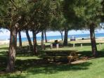 accès plage avec parking ombragé à 1,5km de la maison