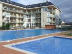 Urbanización y piscinas