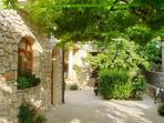 A2(2+2): garden (house and surroundings)