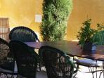 table chaises pour 8-10 personnes dehors