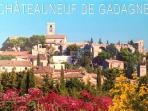 Vue du village / View of the village En Provence, Vaucluse , 10 Km AVIGNON , 9Km isle sur Sorgue