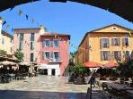 On Fridaymorning a lovely market in Valbonne a beautiful little town with lots of nice restaurants.