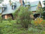 Accès direct dans le jardin descendant vers la rivière Clérette