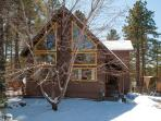 3 bed+Den Nakai Chalet  Luxury/furnishings , great location + hot tub