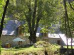 Maison coté jardin et gave (rivière de montagne)